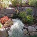 Kamenné zídky v zahradě